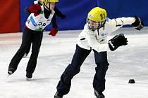 Michaela Jančová (vpředu) při rychlobruslařském závodě Her 4. zimní olympiády dětí a mládeže v Liberci.