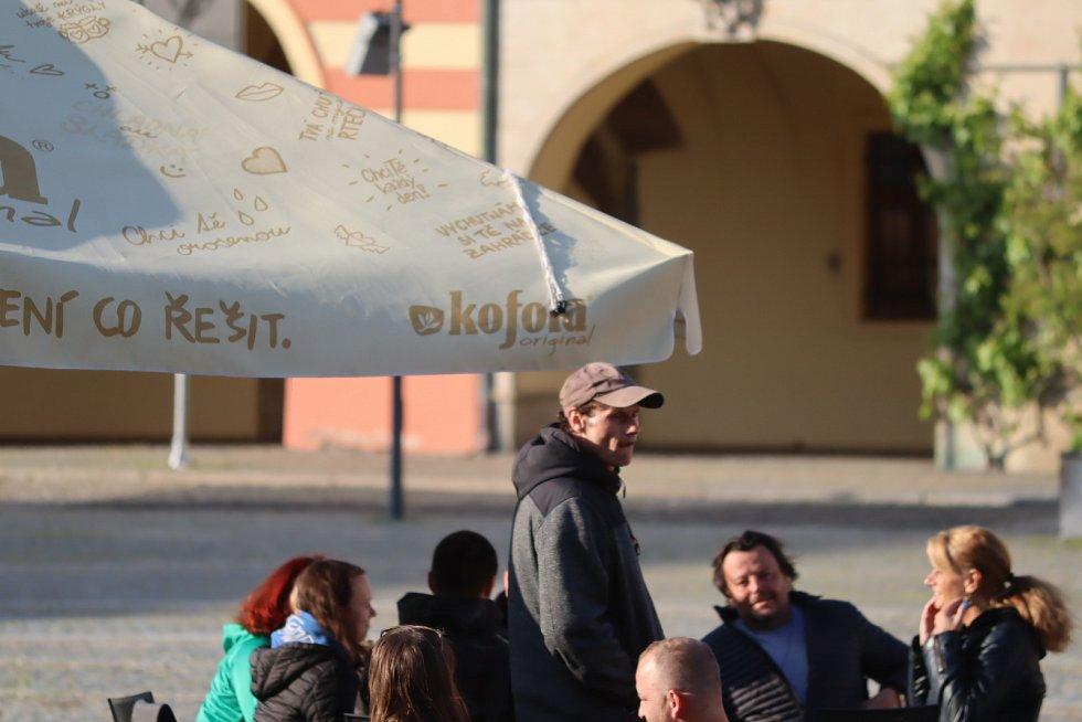 Na mělnickém náměstí Míru bylo ve středu odpoledne poměrně živo