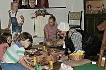 Regionální muzeum Mělník patřilo ve čtvrtek 30. července tvořivé muzejní dílničce ve znamení dřeva.