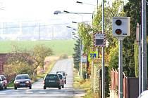 MĚŘICÍ ZAŘÍZENÍ v Kokořínské ulici na Chloumku měří rychlost řidičů od června letošního roku.