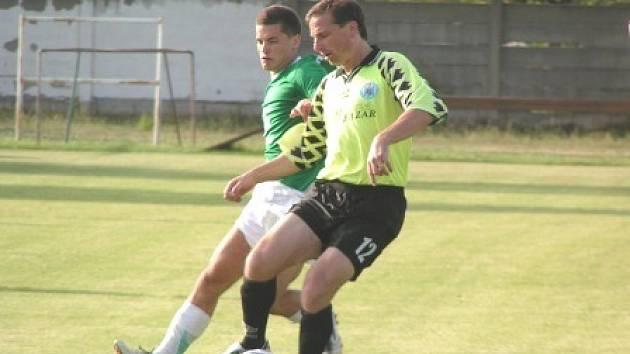 V posledním utkání letošní sezony si zahrál i libišský kormidelník Jiří Kabyl (číslo 12).