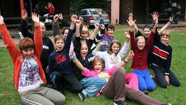 Šesťáci při hře Tornádo.