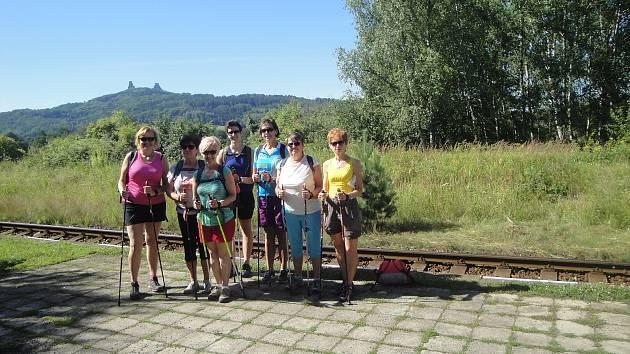 Skupina Nordic walking pro radost ze Všetat vyrazila na další výlet, tentokrát na hrad Trosky do Českého ráje.
