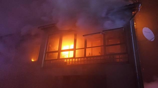 Požár domu v Chrástu.