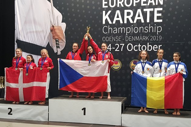 Mistrovský titul pro kata team kadetek ve složení Eliška Mihalčatinová, Denisa Brejchová a Eliška Fidlerová.