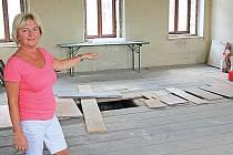 Byty nad hospodou potřebují podle starostky Jaroslavy Vrané (na snímku) rekonstrukci.