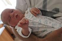 Mikuláš Král se rodičům Lucii a Richardovi z Újezda nad Lesy narodil v mělnické porodnici 30. července 2017, vážil 4,02 kilogramu a měřil 51 centimetrů. Doma se na něj těší skoro 4letá Josefina.