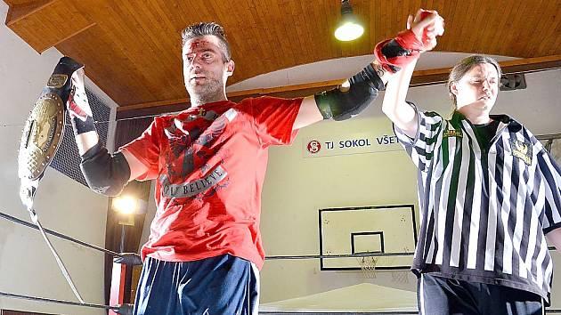 Zakladatel českého wrestlingu Jakub Pešek (vlevo) přesídlil na Moravu, kde hledá nové zápasníky.