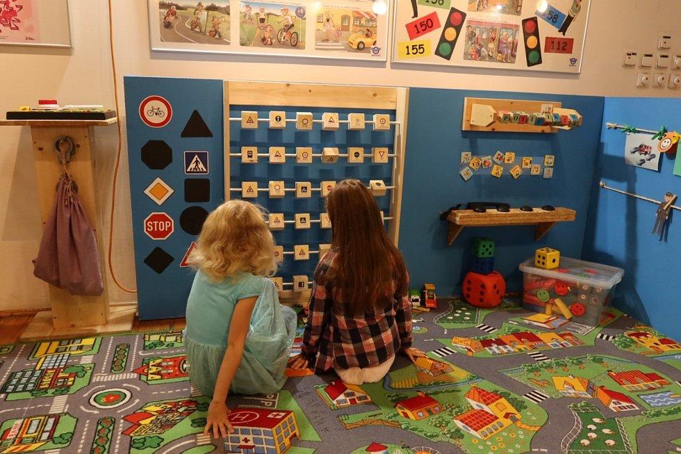 V mělnickém muzeu byl ve čtvrtek 26. září slavnostně zahájen další sociálně preventivní projekt pro školy a rodiny s názvem Dopravka včera a dnes.