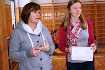 Hodina tělocviku na GJP Mělník pod vedením Zdeňky Sekulové.