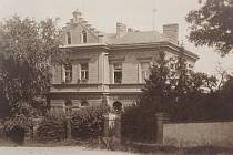Vrbatova vila byla postavena kolem roku 1900. Najdeme ji při ústí Tyršovy ulice do ulice Legionářů. Fotografie pochází z roku 1930.