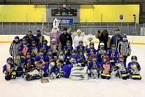 Úspěšný víkend hokejových Buldoků uzavřeli nejmladší hokejisté ročníku 2012 a mladší vítězstvím na domácím Mikulášském turnaji, když porazili Teplice, Kralupy i Černošice.