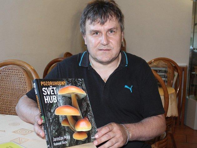 Mělnický mykolog Jaroslav Malý představil svou novou knihu Pozoruhodný svět hub.