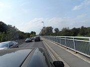 V pátek ráno byl zcela uzavřen nový most přes Labe na silnici číslo 16 v Mělníku.