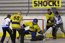 Osmička středoškolských týmů si to v Kralupech rozdala v premiérovém ročníku hokejbalového turnaje o pohár starosty města Petra Holečka.