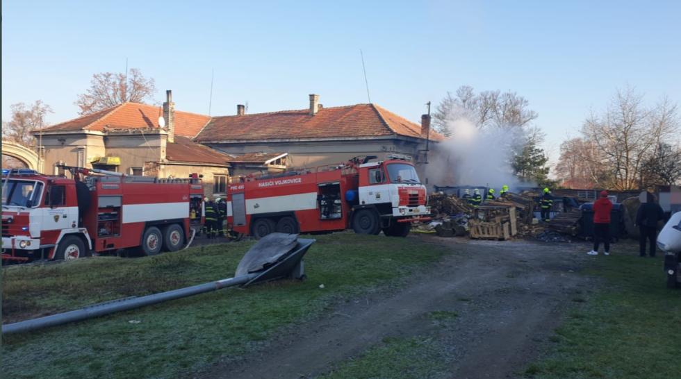 Z požáru přístavku v obci Dědibaby 31. prosince 2020.
