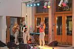 Koncert sesterského tria The Priester Sisters nabídl posluchačům kromě swingu také balkánské či slovenské lidové písně.