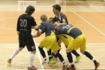Mělničtí futsalisté do 18 let slaví gól, který jim zajistil finále.