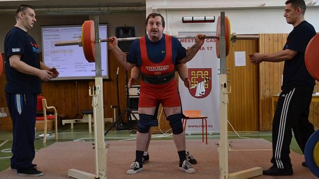 MĚLNICKÝ SILÁK Štefan Zvada při jednom ze svých rekordních pokusů.