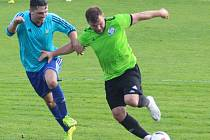 I. A třída, 11. kolo: Dynamo Nelahozeves (v zeleném) - Viktoria Vestec (2:1).