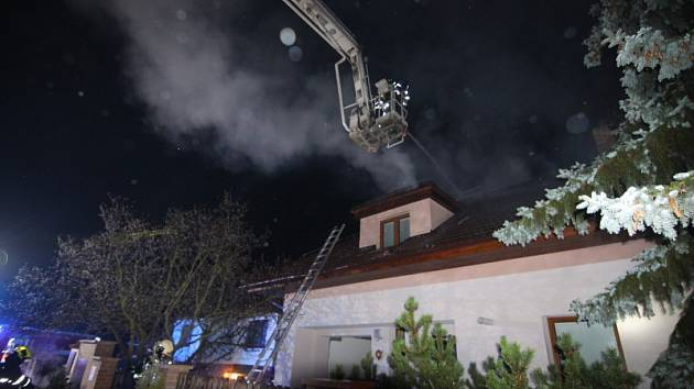 Požár rodinného domu ve Slušticích.