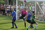 Fotbalisté Čečelic (v zeleném) prohráli s Tišicemi ve čtvrtém kole okresního přeboru 3:4 po penaltách. Pro domácí šlo o první bodovou ztrátu v ročníku.
