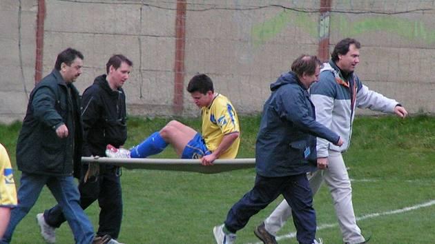 Velká marodka – to byl možná jediný důvod, proč fotbalisté Neratovic skončili jen těsně za třetím postupem v řadě. Rozhodně se ale nemají za co stydět. V Nelahozevsi nedohrál Drahorad (na snímku).