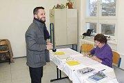 Do volebních místností přicházeli lidé s dobrou náladou. V okrsku č. 13 v Mělníku vhodilo do urny svůj hlas  45% oprávněných voličů.