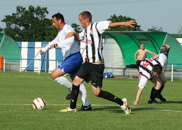 Z utkání 26. kola okresního přeboru Veltrusy - Libiš B (1:3).