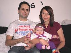 Nela Kolocová se svými rodiči.