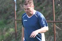 FOTBALOVÝ ZABIJÁK. Pavel Mráz se ani v dvaapadesáti necítí na fotbalový důchod. Ve čtvrté třídě nemá problém vstřelit pravidelně několik gólů za zápas, naposledy zavěsil sedmkrát.