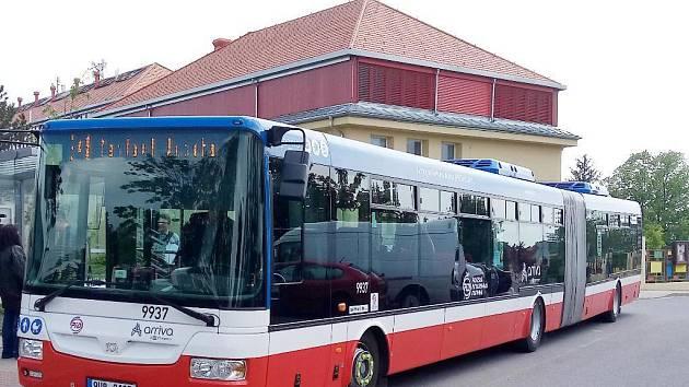 Kloubový autobus - ilustrační foto