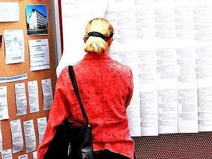 HLEDÁM PRÁCI. Nabídek k práci na Mělnicku ubývá, nezaměstnaných lidí naopak přibývá.