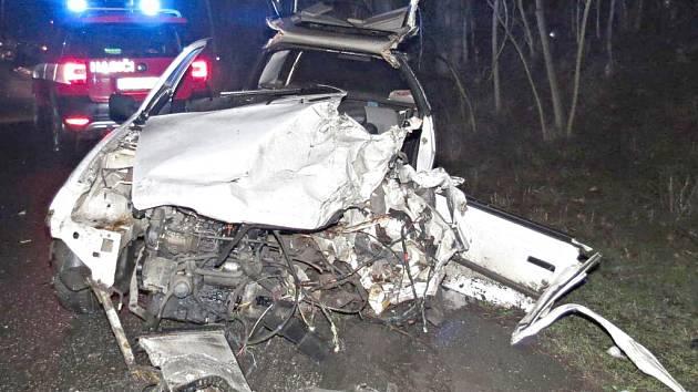 Dopravní nehoda mezi Liběchovem a Želízy.