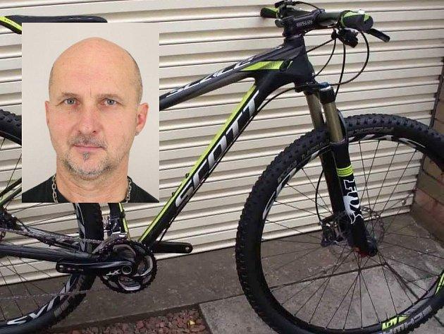 Policie hledá třiapadesátiletého cyklistu