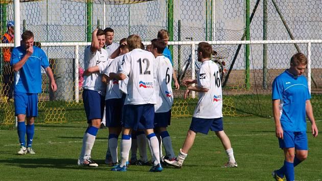 Neratovice (v bílém) vyhrály ve Štětí.