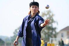 Fotografie z turnaje ve hře petanque v Tišicích.