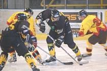 Porážkou v Sokolově vstoupili mělničtí hokejisté HC Junior neúspěšně do nového ročníku druhé ligy. V neděli hrají Junioři poprvé na domácím ledě, od 18 hodin hostí mužstvo jabloneckých Vlků.