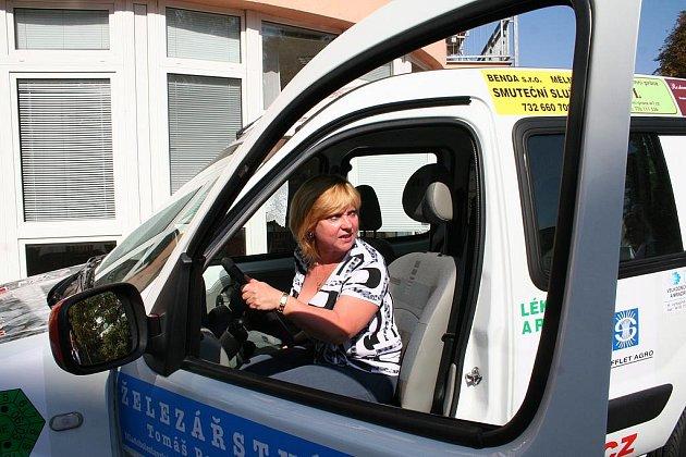 Jana Šimečíková byla první, která sociální auto vyzkoušela.