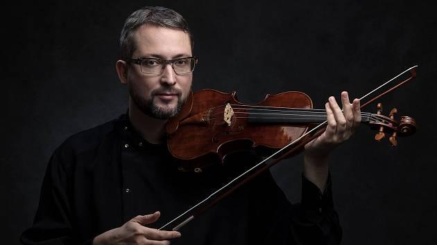Známý houslový virtuos Alexander Shonert.