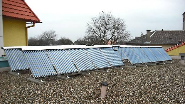 Solární panely na domě seniorů ve Mšeně