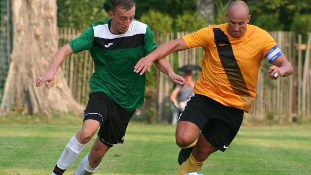 Amatérští fotbalisté už se v rámci aktuální sezony dalších bojů o mistrovské body nedočkají.