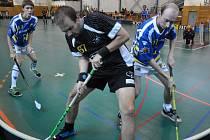 Florbalisté Kralup (v modrém) se v pohárové soutěži probojovali do druhého kola.
