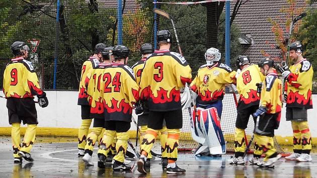 Mělničtí hokejbalisté v letošní sezoně zápolí s konkurencí v II. národní lize.