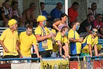FK Pšovka Mělník (v bílém) - TJ Jedomělice 1:0; 1. kolo I. A třídy; 8. srpna 2015