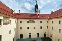 Kromě veřejnosti si prostory nového domova pro seniory v Mělníku prohlédl také krajský radní pro sociální oblast Martin Hrabánek.