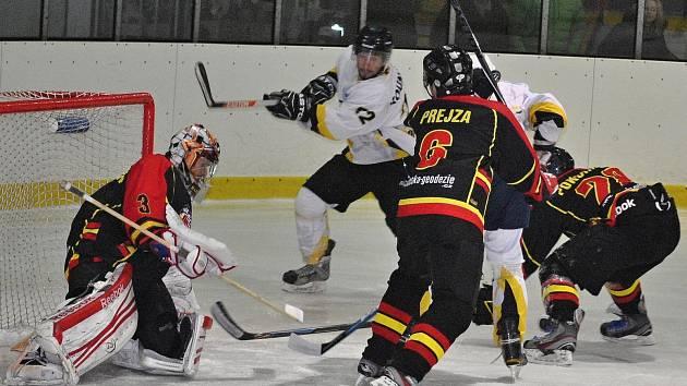 HC Rakovník - HC Junior Mělník (v tmavém); 1. čtvrtfinále KL, 20. února 2015