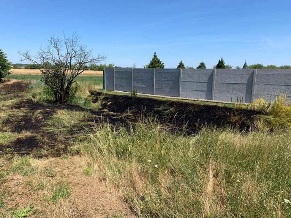 Požár pole s obilím u Daminěvsi