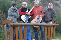 Vorasband tvoří (zleva) kytarista Petr Najmon, basák Michal Jelínek, hlavní zpěvák, hráč na foukací harmoniku a doprovodný kytarista Roman Kroužecký a bubeník Venca Vorasický.