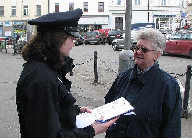 Policistky začaly s průzkumem v Mělníku.